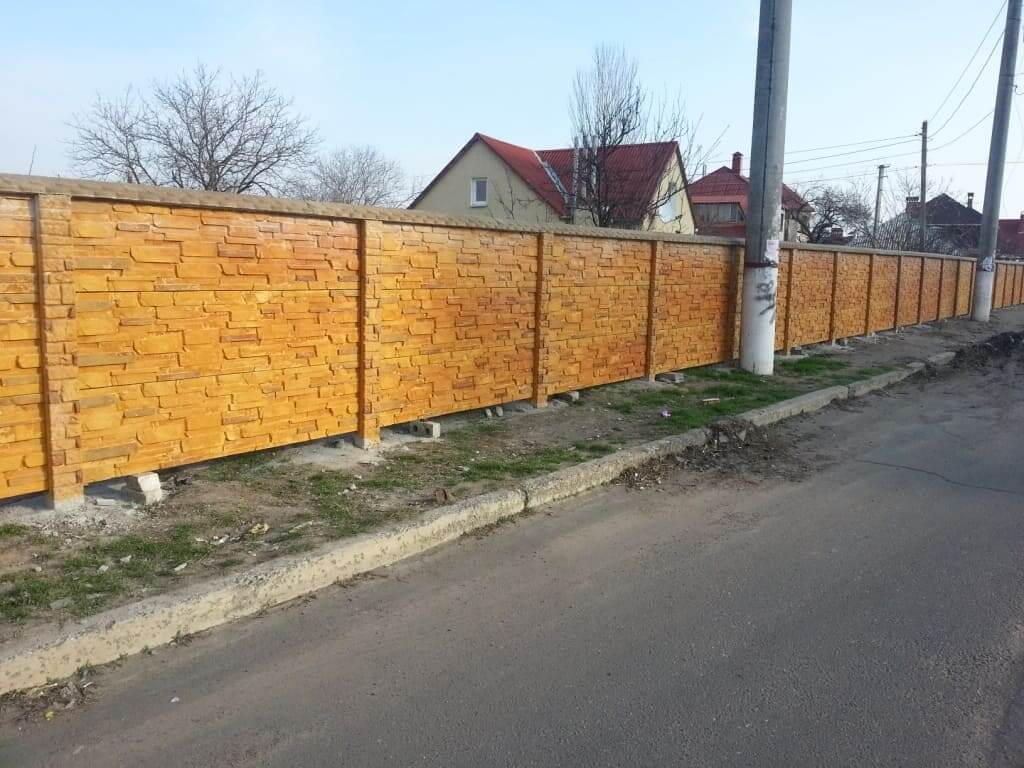 "бетонный забор ""Рорайма"" дополнен гребешком"